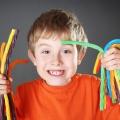 I pediatri americani mettono in guardia contro gli additivi chimici nel cibo per bambini