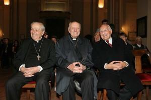 Il Cardinale Spidlik tra il Sen. Oscar Luigi Scàlfaro e il Cardinale Achille Silvestrini - Istituto SIMOH 2004