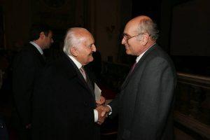 Il Prof. Leonardo Antico con il Presidente Oscar Luigi Scàlfaro presso Istituto Omeopatico SIMOH