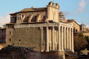Tempio di Antonino e Faustina - Foro Romano. Sede del Nobile Collegio Chimico Farmaceutico